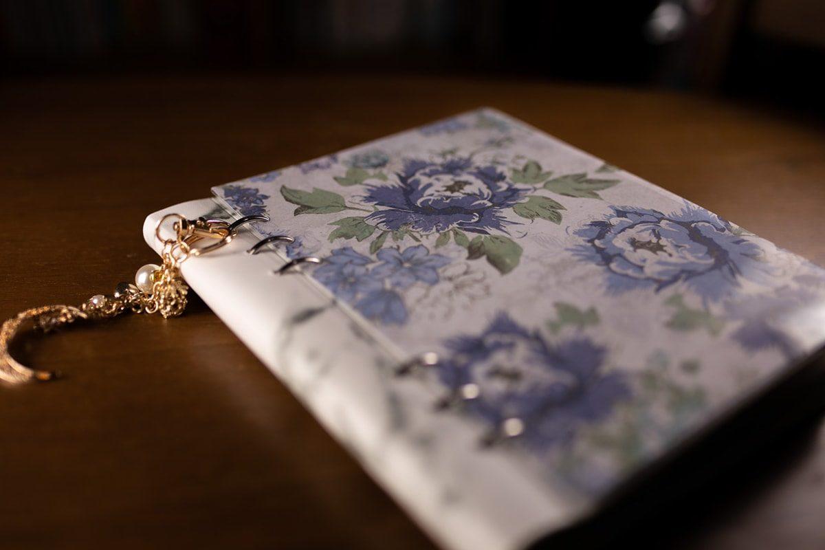 (4)紙だけだとよれてしまうので、透明のカバーをつけましょう。